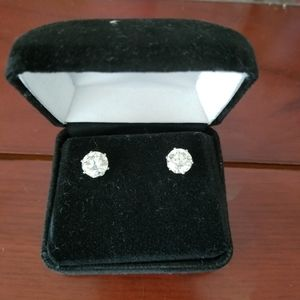 Jewelry - 4ct authentic moissanite earring